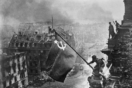 Yevgeny_Khaldei_flag